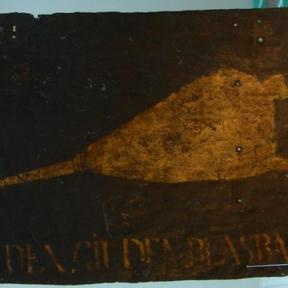 Uithangteken 'In den Gilden Blasbalck', 18de eeuw (collectie Het Stadsmus Hasselt)