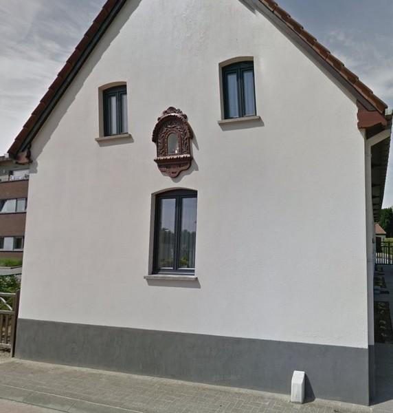 Kapelletje Onze-Lieve-Vrouw, zijgevel Alkenstraat 27 (Google Maps, 07-2013)