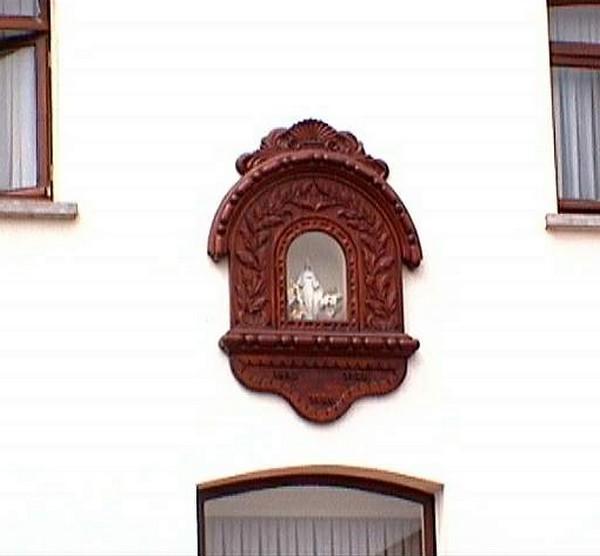 Kapelletje Onze-Lieve-Vrouw, zijgevel Alkenstraat 27 (http://kadoc.kuleuven.be/kapelletjes/images/lim/69has583430.jpg, 2000)