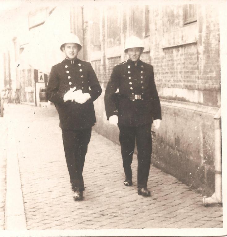 Louis Berten voor het Oud Gasthuis voor de Tweede Wereldoorlog (uit: privécollectie)