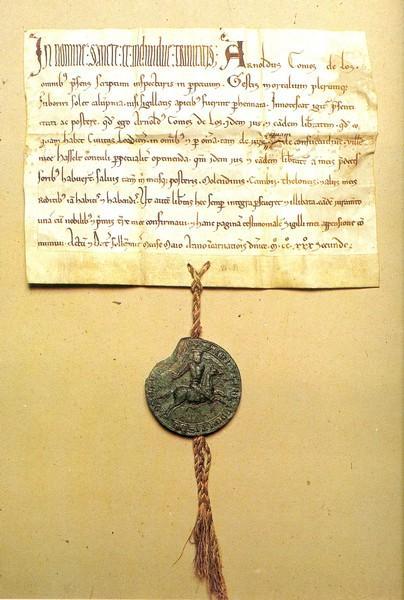 Vrijheidscharter, door graaf Arnold IV van Loon aan de stad Hasselt verleend in 1232. Bewaarplaats: Rijksarchief Luik (uit: Hasselt 750 jaar stad (1982), p. 28)