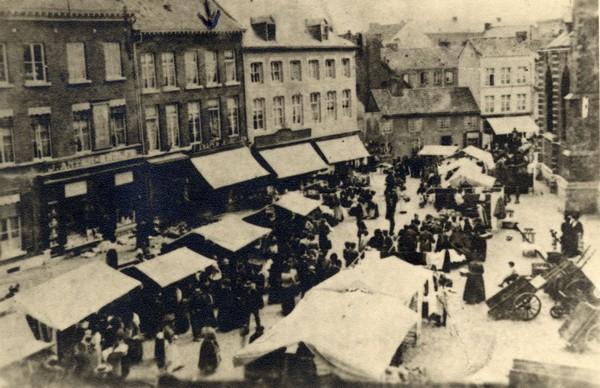 Fruitmarkt, ca. 1900, prentbriefkaart (collectie Stadsarchief Hasselt)