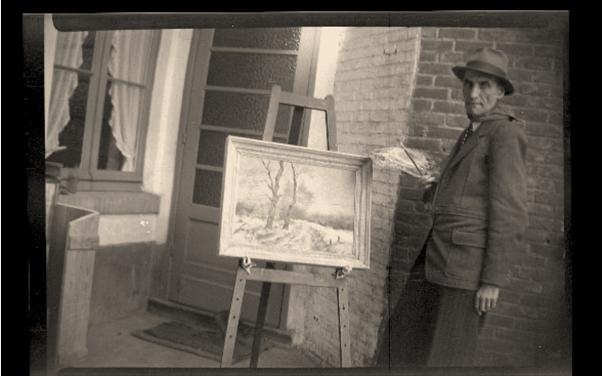 Georges Kolb aan het schilderen op de binnenkoer van het huis in de Aldestraat (foto: privécollectie)