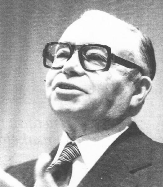 Met het overlijden van ere-gouverneur Louis Roppe verdwijnt in Limburg een groot man. die onze provincie een totaal ander gelaat heeft gegeven (uit: Limburg rouwt om Louis Roppe / Groot Limburger overleed op 68-jarige leeftijd (1982))