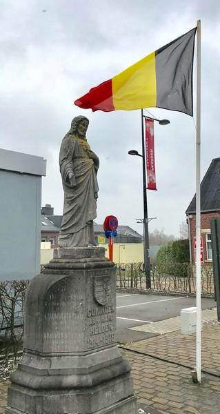 Monument van de gesneuvelden van WOI en WOII in Kuringen (foto: Tony Leen, 03-2018)