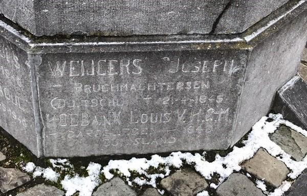 Paneel rechts van '1940-1945': Weijgers Joseph (+Bruchmachtersen 1945), Hoebanx Louis (+Cardelegen 1945) (foto: Tony Leen, 03-2018)