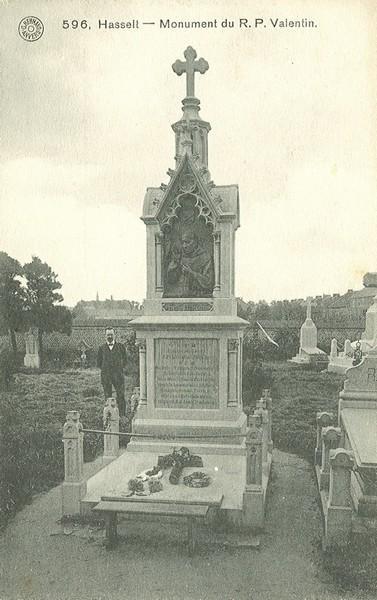 Aanvankelijk graf van Valentinus Paquay op het oud kerkhof (prentbriefkaart, collectie Stadsarchief Hasselt, nr. 942)