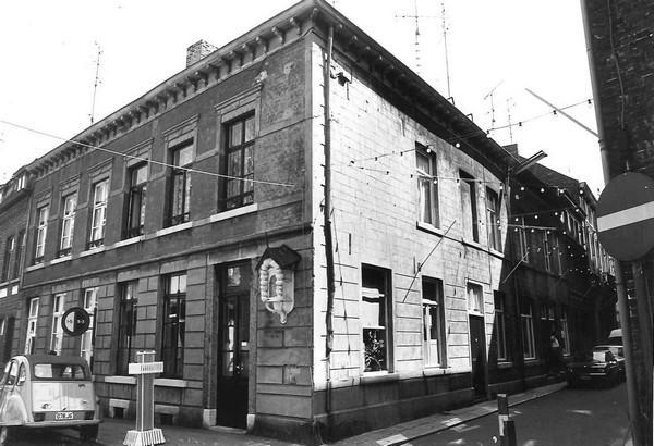 De Abraham, Schrijnwerkersstraat 9-11 (uit: Inventaris van het cultuurbezit in België (1981), fig. 751 - Frieda Schlusmans, 08-1975 - Vlaamse Gemeenschap)