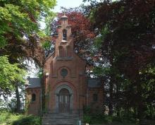 Rode beuken aan kapel van Wideux - Sint-Lambrechts-Herk