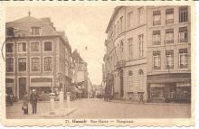 Postkaart van de Grote Markt en Hoogstraat met inspecteur Louis Berten en een handelsreiziger, 1943 (uit: privécollectie)