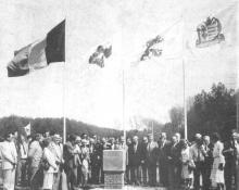 De prominenten, nadat burgemeester Meyers een gedenksteen had onthuld van de Grenslandhallen. (uit: Historische dag voor Hasselt, een mijlpaal voor middenstand (1982))
