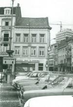 De Dry Pistolen, Grote Markt 15 (uit: Inventaris van het cultuurbezit in België (1981), fig. 559 - Frieda Schlusmans, 06-1975 - Vlaamse Gemeenschap)