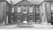 Voorgevel van het herenverblijf, Mariaburcht,  Hasseltse Dreef 115 (uit: Inventaris van het cultuurbezit in België (1981), fig. 253 - Frieda Schlusmans, 03-1976 - Vlaamse Gemeenschap)