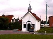Kapel van Tuilt - Sint-Janskapel, hoek Beyenstraat - Schouterveldstraat (http://kadoc.kuleuven.be/kapelletjes/images/lim/87has594471.jpg, 2000)
