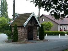 Kapel van de Kattendans (http://kadoc.kuleuven.be/kapelletjes/images/lim/24has638419.jpg, 2000)