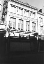 Die Gulde Waeghe, Koning Albertstraat 13 (uit: Inventaris van het cultuurbezit in België (1981), fig. 175 bis - Frieda Schlusmans, 07-1975 - Vlaamse Gemeenschap)