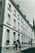 Gouverneurswoning, Lombaardstraat 25 (uit: Inventaris van het cultuurbezit in België (1981), fig. 625 - Frieda Schlusmans, 08-1975 - Vlaamse Gemeenschap)