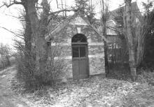 Kapel Onze-Lieve-Vrouw van Zeven Smarten, Pietelbeekstraat (uit: Inventaris van het cultuurbezit in België (1981), fig. 824 - Frieda Schlusmans, 1975 - Vlaamse Gemeenschap)