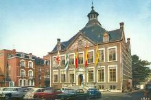 Stadhuis, Groenplein, jaren 1960, prentbriefkaart (collectie Stadsarchief Hasselt)