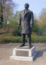 Eregouverneur Louis Roppe, brons, 1991, Idel Ianchelevici
