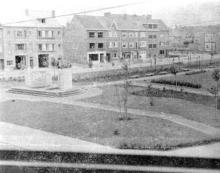 Sint-Hubertusplein (uit: De Hasselaar, 1956, nr. 2)